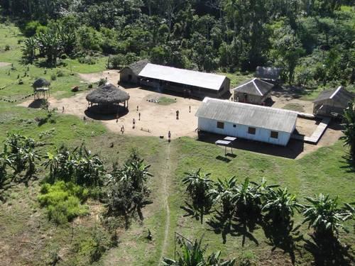 Receitas xamânicas foram produzidas e compiladas em livro na língua nativa da etnia Kaxinawá, em aldeia (na foto) localizada no Baixo Rio Jordão (AC) Divulgação/Ibama